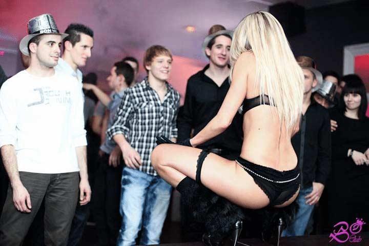 Stripteaseuse Besançon à domicile