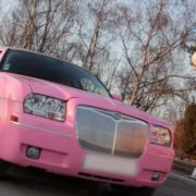 Strip-tease limousine rose Paris