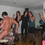 Strip-tease d'un homme en privé