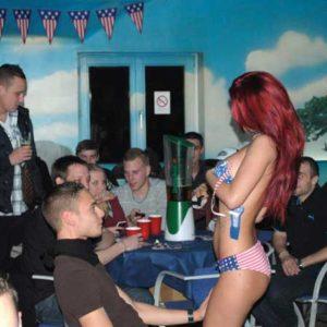 Stripteaseuse Lunel Mia
