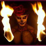 Halloween performer feu