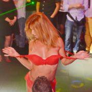 Maeva stripteaseuse en Mère Noël 01