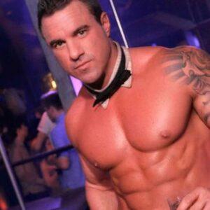 Stripteaseur Montbard